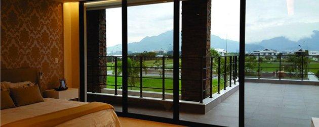 Casa 4 Suítes Alphaville Barra - Mansão tríplex de alto luxo com 4 Suítes a venda no Condomínio Alphaville Barra da Tijuca.