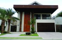 Rio de Janeiro, RJ - Mansão tríplex de alto luxo com 4 Suítes a venda no Condomínio Alphaville Barra da Tijuca.